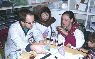 2010_afgan_icrc-nurse